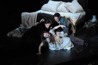 La Traviata de Verdi en el Gran Teatre Liceu de Barcelona Miren Urbieta Vega (Annina) Patrizia Ciofi (Violetta) Charles Castronovo (Alfredo)