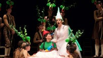 Pinocho (producción del Teatro de la Zarzuela de Madrid), Miren Urbieta-Vega (El Hada)