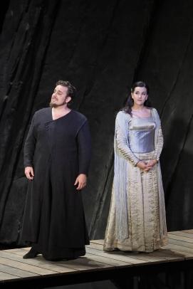 La Favorite de Donizetti en Gran Teatre Liceu. Michael Spyres (Fernand), Miren urbieta-Vega (Inez)