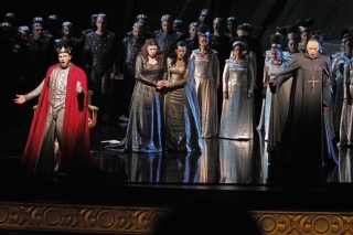 La Favorite de Donizetti en Gran Teatre Liceu. Daniella Barcellona (Leonor), Mattia Olivieri (Alfonse), Ante Jerkunika (Balthazar), Miren urbieta-Vega (Inez)
